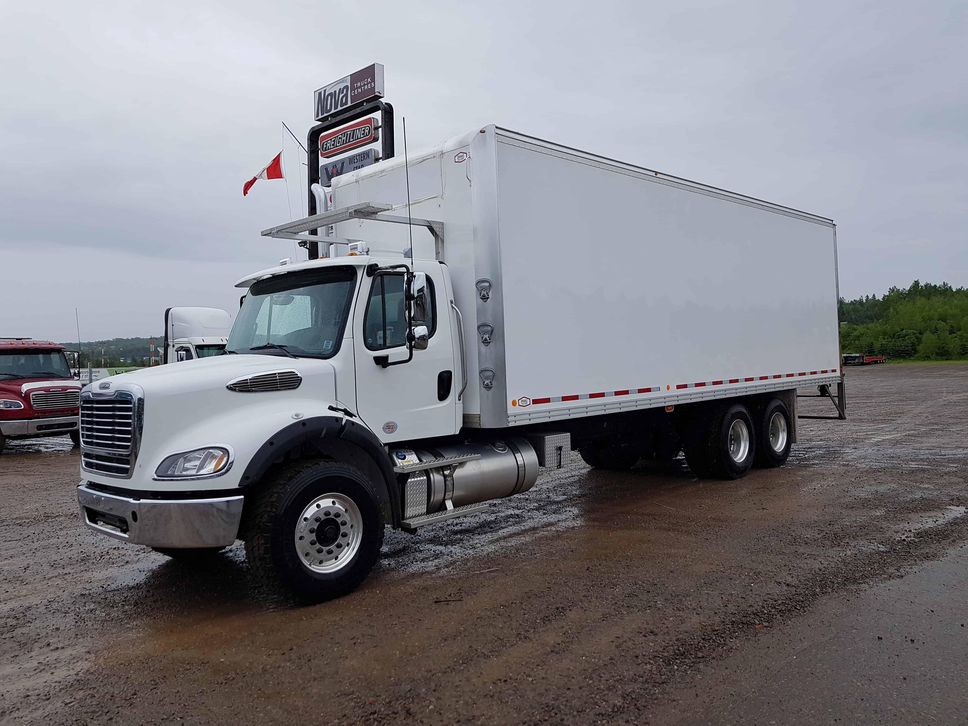 28 Foot Refer Truck | Nova Truck CentresNova Truck Centres